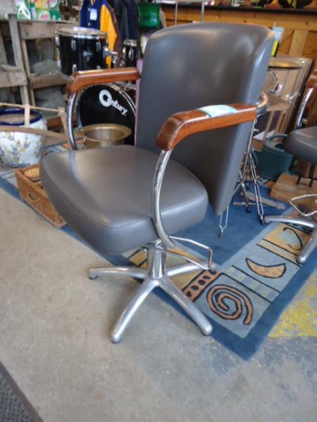 fauteuil coiffeur discount fauteuil coiffeur pas cher 250 euros val d oise. Black Bedroom Furniture Sets. Home Design Ideas
