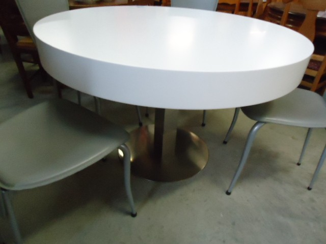 Table ronde discount table ronde pas cher 300 euros for Table a manger ronde pas cher
