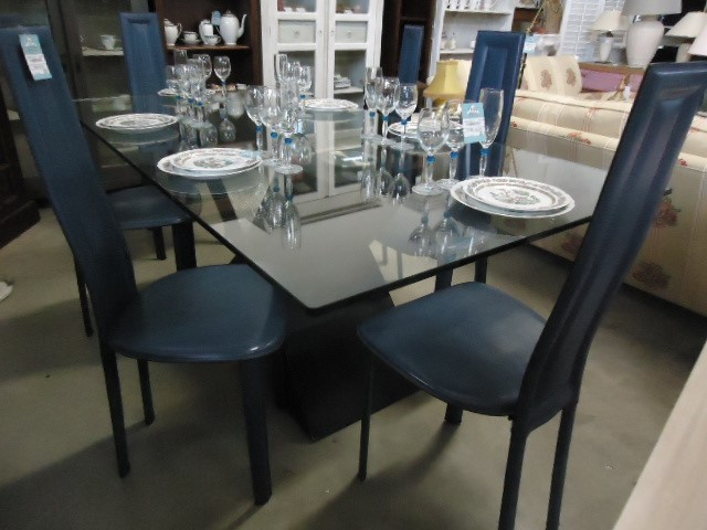 table verre chaises cuir