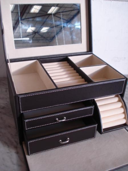 boite a outils pas cher trouvez le meilleur prix sur. Black Bedroom Furniture Sets. Home Design Ideas
