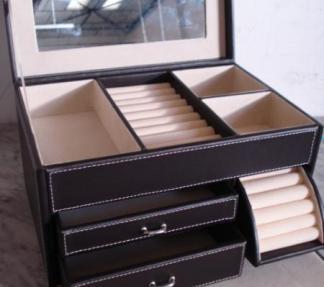 coffret bijoux discount coffret bijoux pas cher 39 euros val d oise. Black Bedroom Furniture Sets. Home Design Ideas