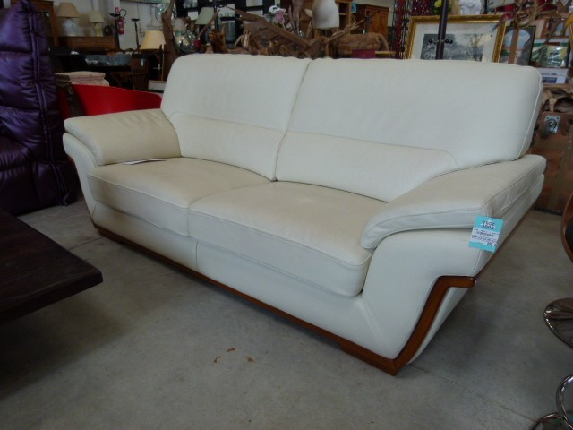 canap leleu cuir discount canap leleu cuir pas cher 950 euros val d oise. Black Bedroom Furniture Sets. Home Design Ideas